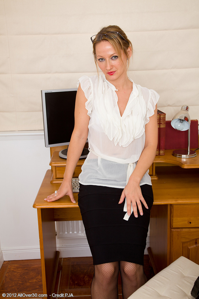 Office  Mom Tara Trinity Takes a Break from Her Work to Study  Fuckbox