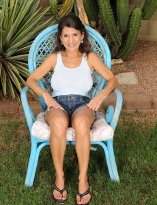 48 Year Old Tori Baker from  Milfs30 Demonstrating off Her  Twat Outdoors