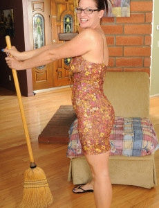 39 Year Old  Wife Xena Takes a Violate from Her Chores to Pose
