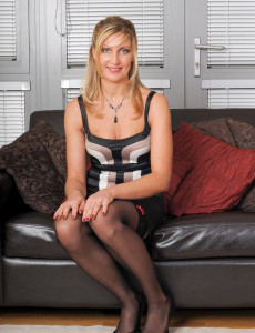 Super Hot  Mom Yasmin from  Milfs30  Opens Her 34 Year Old Gams in Here