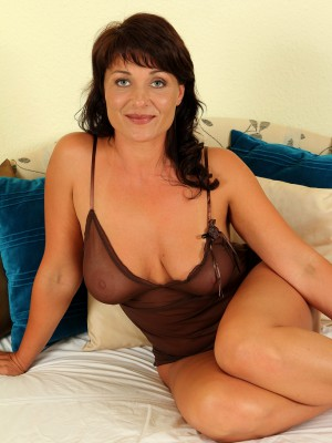 Curvaceous  Brown Haired Belle P Stabs at Her  Older Pussy with a Golden Fake Penis