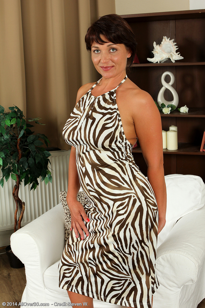 Short Hair MILF Porn Pictures at Mature Hot Milfs