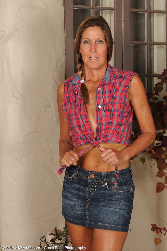 50 plus skinny milf doctor makes 11 inch house call - 4 8