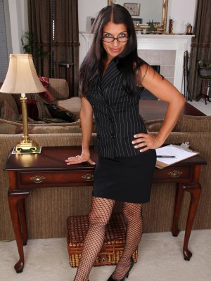 41 Year Old Secretary Saffron Leblanc Violates to Spread Her Gams