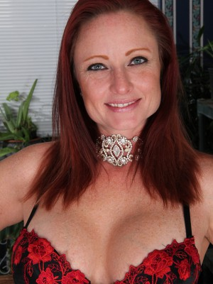 Huge-chested  Older Shelly Jones from  Milfs30 Displaying Handsome Pink