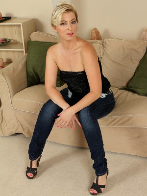 39 Year Old Michelle H Slide off Her Jeans Denim Plus Panties for You