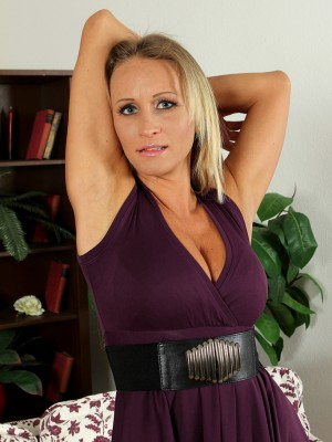 Smooth Plus Elegant Shyla from Milfs30 Opens Her Gams
