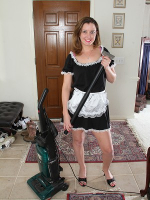 30 Year Old Sally Jones Violates from Her Housework to Open Her Gams