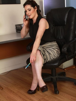 Super Horny 34 Year Old Executive Tammy Wilcox Opens Her Ligs Wide Here