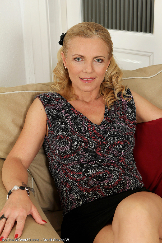 47 Year Old Britney From Milfs30 Stretches Her Extended Adult Hips-9053