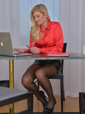 33 Year Old Samantha K from  Milfs30 Bulky Nude at Her Desk