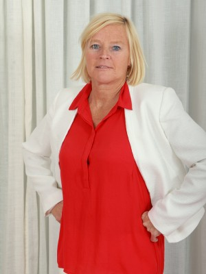 49 Yr Old  Blond Haired Executive Sabine Checking Her Hairy  Twat Broad