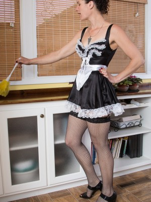35 Yr Old Amber S from  Milfs30 Violates from Housework to Spread