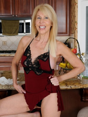 Next door milfs from the usa part 12 - 2 1