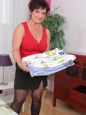 Beautiful 52 Yr Old Jessica Crazy Gets Bare After Doing Housework