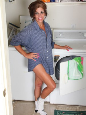 Insane Nicole Newby Doing Her Laundry and Unclothing Down