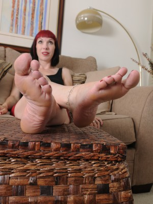 Goth Cutie Alyce Porter Has Just a Lil' Leg Fetish Fun and Gets  Nude