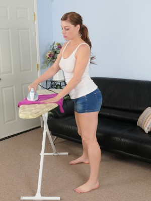 Insane  Wife Sovereign Skye Does Some Ironing and Shows the Woman Sexy Body