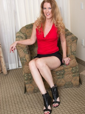 Naughty Babe Lacy F gives you a Flavor of Lady Long thighs, Soles and Toes As She  Takes off