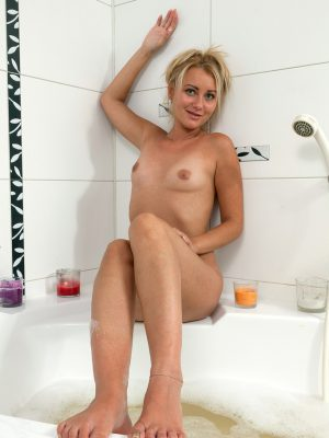 Getting Humid Inside Bath Tub with Nancy Acty