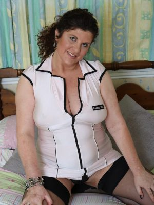 Curvaceous Huge-boobed Mummy Jilly