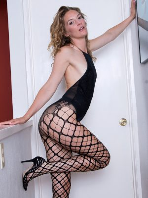 Spectacular Mona Wales in Fishnets