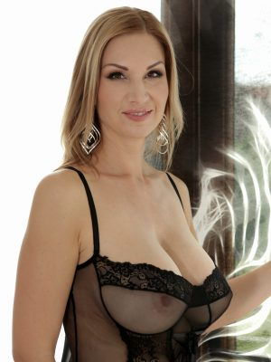 Blond Beautiful Milf Carol Gold