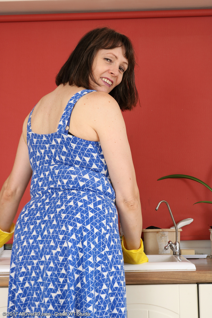 Elegant Mom Jay Dee Undresses and Opens Her Older Twat Here
