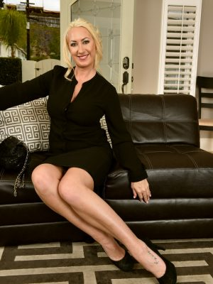 Janna Hicks Elegant Leggy Blonde