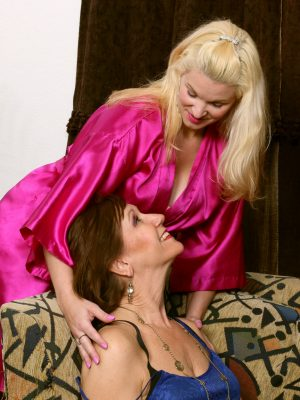 Lynn and April Key Lezzie Passion