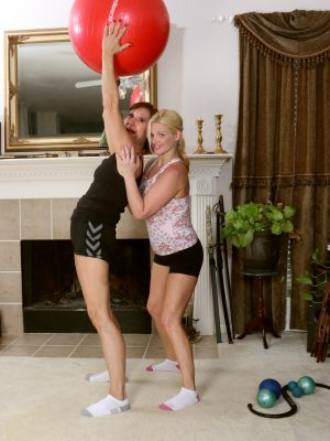 Lynn and April Key Lesbo Hook-Up
